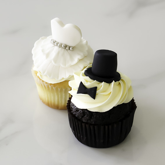 Cupcake Ideas For Wedding: Bride And Groom Cupcakes